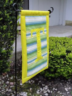 The Pursuit of Happiness: Summery Garden Flag - How to Make my own...