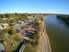 Just 40 minutes from Nashville, the scenic town of Clarksville is tucked away along the Cumberland River and makes for the perfect day trip destination.