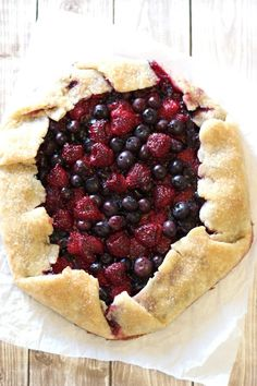 Gluten-Free Vegan Rustic Mixed Berry Pie Recipe is a delicious and healthy dessert option. Gluten Free Pie, Gluten Free Treats, Gluten Free Baking, Vegan Baking, Gluten Free Desserts, Vegan Desserts, Dairy Free, Vegan Recipes, Nutella Recipes