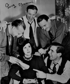 George Burns, & their writers, try to convince Gracie Allen about a great script. George Burns, Eve Arden, Jack Benny, Old Time Radio, Hooray For Hollywood, Classic Films, Comedians, Vintage Photos, Mlb