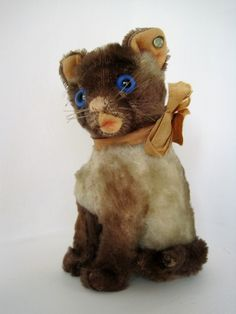 """Here's the """"cat's meow"""" of Rebekah's Steiff cat collection, a 15 cm Siamy from 1953-1954."""