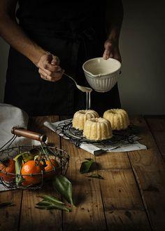 MINI BUNDT CAKES DE MANDARINA Y ALMENDRA CON GLASEADO DE CAVA. Prácticas fotográficas | Sweet And Sour