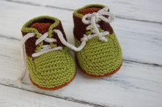 KNITTING PATTERN 'Harry Stay-On Shoe' for DIY baby booties / bootie shoes. Perfect baby shower outfit idea or your own cute knitting idea Baby Booties Knitting Pattern, Baby Shoes Pattern, Shoe Pattern, Crochet Baby Booties, Baby Patterns, Baby Knitting, Cat Crochet, Knitted Baby, Free Crochet