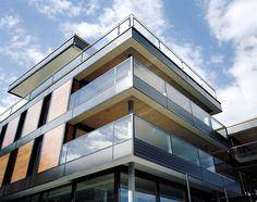Sir Norman Foster fand, dass unser Wohn- und Bürohaus eine Auszeichnung verdient. Denn hier wurde Lucido ePlus® das erste Mal eingesetzt. Und die bekam es dann auch. Solar, Norman Foster, Mansions, House Styles, Home Decor, Simple, Homes, House, Decoration Home
