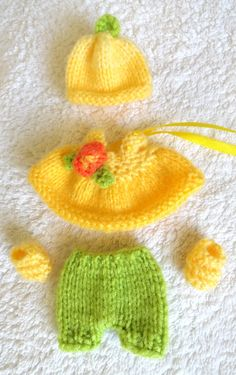 Check out this item in my Etsy shop https://www.etsy.com/listing/215932430/hand-knitted-dolls-clothes-for-25-3-ooak