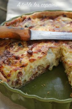 """""""L'auvergnate"""" Potato pie, raw Auvergne ham and ant . - """"L'auvergnate"""" Potato pie, raw Auvergne ham and Fourme d& – At the table - Mexican Breakfast Recipes, Eat Breakfast, Breakfast Casserole, Brunch Recipes, Dessert Recipes, Quiches, Empanadas, Sausage Appetizers, Fingerfood Party"""
