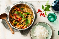 This delicious lamb curry is ready in only 30 minutes. Coconut yoghurt is the secret ingredient that adds flavour and creaminess. #thai #recipe #curry