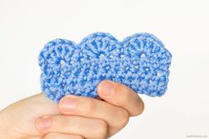 Crochet Edgings Patterns Scalloped Edging - We put together 15 Easy Crochet Edging Ideas to help you find the perfect finishing touch for your project. Crochet Border Patterns, Crochet Boarders, Crochet Stitches, Crochet Edgings, Afghan Crochet, Dishcloth Crochet, Blanket Patterns, Crochet Slippers, Cross Stitches