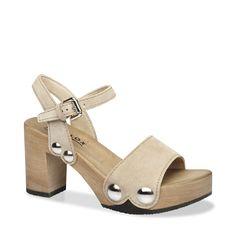 Mit EILYN komplettieren Sie im Sommer 2016 Ihren Signature-Look. Denn diese Sandale mit Block-Heel und auffallenden Schmuck-Nieten verleiht jedem Outfit den angesagten Pure-70ies-Schliff. Kombiniert zur weiten Marlene-Hose oder zum wallenden Maxidress ? EILYN ist der passende Schuh dazu. #münchen #softclox #sommer #shoes #frühjahr #kaschmir #naturgrau