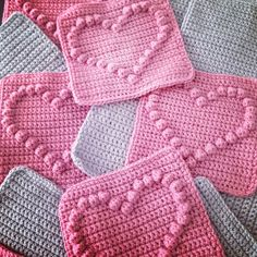 Angels handmade with love: Bobble heart blanket + vertaald patroon ! Angels handmade with love: Bobble heart blanket + vertaald patroon ! Crochet Afghans, Crochet Heart Blanket, Bobble Crochet, Bobble Stitch, Crochet Quilt, Crochet Blocks, Crochet Cross, Crochet Squares, Crochet Blanket Patterns