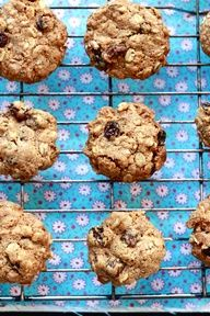 gwyneth paltrow's oatmeal raisin cookies {vegan} - The Clever Carrot