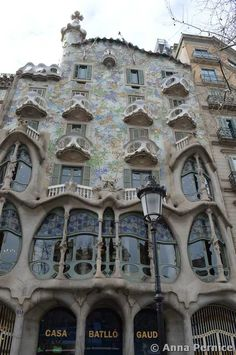 Casa Batllò Barcellona Antoni Gaudi, Historical Architecture, Beautiful Architecture, Canvas Art Prints, Really Cool Stuff, Places To Travel, Italy, Mansions, House Styles