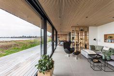 Se denne flotte hytta med utsikt til havet fra hvert eneste rom Amazing Architecture, Modern Architecture, Facade Design, House Design, Design Design, Scandinavian Cabin, Hospital Design, Bali, Futuristic Furniture
