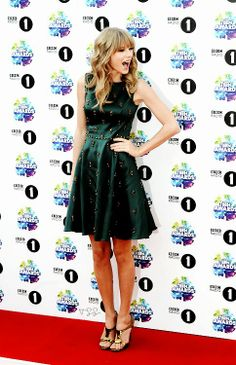 Taylor Swift is super cute in this green forest dress
