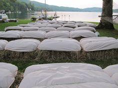 Imatges trobades pel Google de http://lovemealovestory.files.wordpress.com/2012/08/haystack-seating.jpg