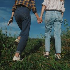 Best friends can make life easier if you let them - Aesthetic Photography Gay Aesthetic, Couple Aesthetic, Summer Aesthetic, Aesthetic Vintage, Aesthetic Pictures, Best Friends Aesthetic, Shotting Photo, Grunge Look, Grunge Style