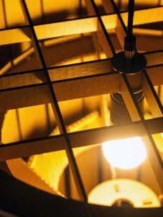 Bij kroonluchter Taglight werken de 'tags' als lamellen. De kartonnen tags (letterlijk: 'aanhangsels') zorgen voor een mooie, sfeervolle lichtverdeling.  De lamp wordt geleverd als doe-het-zelf pakket. Maar met de duidelijke handleiding zet u de Taglight in een handomdraai in elkaar. Deze doe-het-zelf lamp is vanaf eind 2013 te koop bij Loods 5 in Zaandam en Sliedrecht. Voor meer info mail naar: info@arpdesign.com