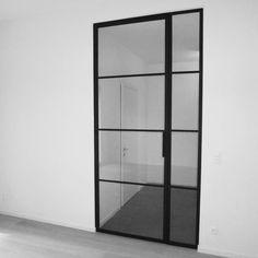 Stalen deur met zijlicht Interior Architecture, Interior And Exterior, New Kitchen Doors, Door Design, House Design, Steel Doors And Windows, Pivot Doors, Black Doors, Room Doors
