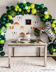 3 Year Old Birthday Party Boy, Jungle Theme Birthday, Birthday Themes For Boys, Safari Birthday Party, 1st Boy Birthday, Animal Birthday, Helium Tank, Helium Balloons, Jungle Scene