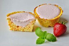 """Csökkentett szénhidráttartalmú, hozzáadott cukormentes, gluténmentes, tejmentes, szójamentes, csökkentettkalória értékű, light paleo muffin recept. Friss, gyümölcsös ízű, könnyed uzsi ötlet, paleo diétába is beilleszthető """"joghurtos"""" mandulás kosárka: Light paleo mandulás k"""