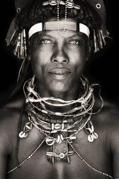 woman of the Ovakakaona tribe / northern namiba