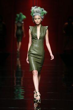 Mercedes-Benz China Fashion Week Cheongsam Modern, China Fashion, Stunning Dresses, Chinese Style, Asian Beauty, Runway Fashion, Korean Fashion, Sebastian Gunawan, Mercedes Benz