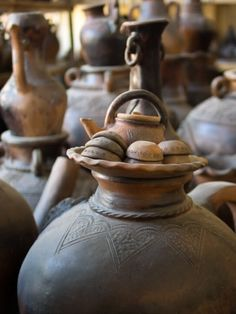Beautiful Vietnam, Old Pottery, Southeast Asia, Reign, Tourism, Ethnic, Old Things, Decorating, Group