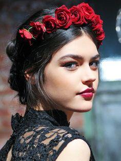 Bridal hair: A red flower crown