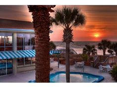 Find summer hotel vacations, packages, getaways and deals in Myrtle Beach, SC. These summer vacation deals offer the perfect beach weekend getaway with vacation packages that are affordable and fun.