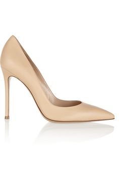 Giavito Rossi, nude leather pumps, an essential and can be worn with so many different outfits and styles.   High heels, nude high heels, women's fashion, women's heels, pumps, designer shoes. everyday shoes.