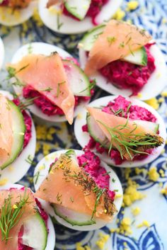 Deviled Eggs filled with Beets and Salmon Egg Recipes, Appetizer Recipes, Cooking Recipes, Healthy Recipes, Party Recipes, Catering Recipes, Easter Recipes, Cooking Ideas, Yummy Recipes