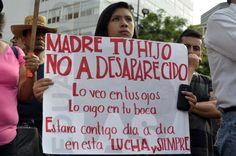 México D.F. 26 de mayo 2015.  Después de una larga jornada de marchas en diversos puntos de la Ciudad de México, la doceava jornada por Ayotzinapa culminó enfrente del Hemiciclo a Juárez donde padres de los normalistas subieron al estrado para dar mensajes a los asistentes; a lo largo de las diferentes rutas por donde pasaron las protestas, los manifestantes retiraron propaganda electoral que encontraban por su camino, misma que sería quemada como acto simbólico al culminar el mitin.