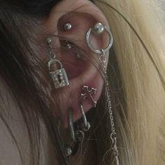 ~ Her piercings Ear Jewelry, Cute Jewelry, Body Jewelry, Jewelry Accessories, Jewellery, Cool Ear Piercings, Mouth Piercings, Grunge Jewelry, Accesorios Casual