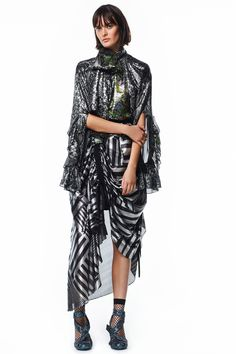 See the complete Preen by Thornton Bregazzi Resort 2017 collection.