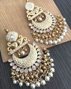No photo description available. Indian Bridal Jewelry Sets, Indian Jewelry Earrings, Jewelry Design Earrings, Ear Jewelry, Jhumki Earrings, Cuff Earrings, Bridal Jewellery, Jewelry Making, Antique Jewellery Designs