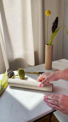 Blumen verschönern nicht nur unser Zuhause, sondern dienen oft auch als Zeichen der Liebe und der Freundschaft. Um diese Herzgeschenke auch perfekt in Szene setzen zu können, braucht es die perfekte Vase! Falls ihr keine DIY Liebhaber seid könnt ihr immer noch hier clicken und unsere wunderschöne Auswahl an Vase entdecken! //Westwing Interieur Wohnideen Inspiration Idee Einrichtungsideen Wohnzimmer Haus Inspo Vasen dekorieren töpfern bemalen selber machen blumen #Westwing #haus #Vasen #blumen Decoration, Flower Arrangements, Beauty Makeup, Bloom, Woodworking, Room Decor, Diy Crafts, Amazing, Fun