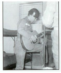 {*Elvis playing a bit ov a tune while in the Army in Germany*}