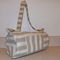 A barrel style hand bag | free pattern.