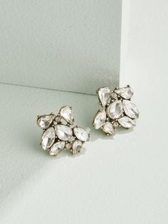 These brilliant clusters are the perfect way to give your lobes a dose of sparkle. With a celestial mix of crystals, these stud earrings are an everyday essential for the sophisticated glam girl. Bridesmaid Jewelry, Wedding Jewelry, Wedding Accessories, Wedding Earrings Drop, Fashion Jewellery Online, Glam Girl, Holiday Jewelry, Crystal Bracelets, Crystal Earrings