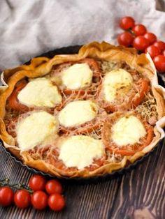 crême fraîche, tomate, pâte feuilletée, gruyère râpé, thon
