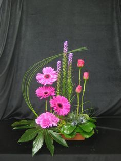 Designer Floral Arrangements   Contemporary Vertical Designs
