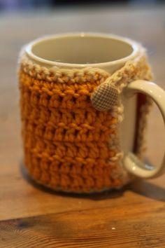 Crochet Mug Cozy by Crochet Brio Link to free pattern