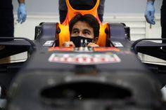 セルジオ・ペレス 「レッドブルのF1マシンは以前のものとは非常に異なる」 [F1 / Formula 1] Bulls Team, Sergio Perez, Daniel Ricciardo, F1 Season, Red Bull Racing, Big Challenge, Make It Work, Abu Dhabi, Grand Prix