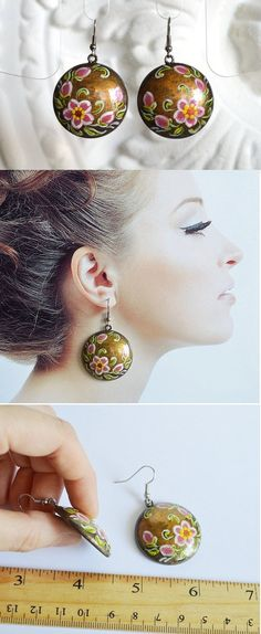 Folklore earrings of wood with handpainted by VivaArcenciel