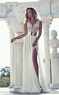 superba rochie via Rochii de mireasa. Click on the image to see more!