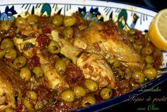 Poulet aux olives - Amour de cuisine 20 mn de préparation, 40 mn de cuisson. (poulet (cuisses et blancs), tomates séchées ou confites, olives vertes, oignons, ail, cumin, curcuma, piment doux, coriandre, persil, huile d'olives, jus et zest d'un citron, beurre, sel, poivre)