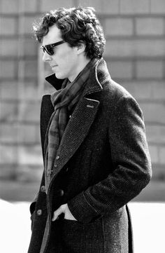 Looking sexy as ever on the Sherlock set [no spoilers] - Imgur