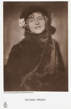 Alice Hechy. German postcard by Rotophot  in the Film Sterne series,  no. 88/4. Photo: Karl Schenker, Berlin.