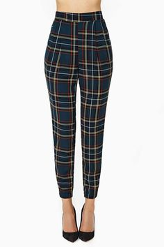 Love these tartan trousers that hug your waist to give you a defined and curvaceous look ❤️