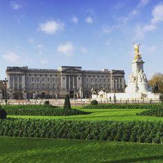 Morning Queenie. #london @london #cityoflondon #igersuk #igerslondon #ig_london  #rebel_scapes #rebel_sky #london_only #london_only_members #skysnappers #seemycity #loveldntwn #architecture_london #londonlife #ilovelondon #londonigers #streetshot_london #allshots_ #buckinghampalace #visionlondon #guardiancities #igerslondon #rsa_sky #rsa_landscapes #master_shots #_londonface @londonpop @_londonface @vsco.london @igerslondon by craigdfreeman